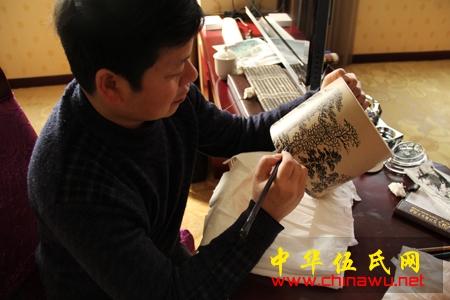 和老师宗禅在江苏宜兴创作紫砂壶作品 | 伍子溪
