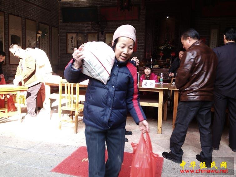 顺德勒流伍氏遐昌堂2013冬至分猪肉及慈善活动