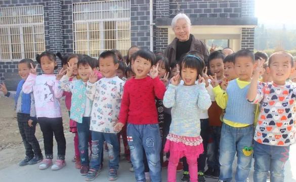 大爱无疆,91岁的伍丽天宗亲变卖房产建两所希望小学!我们为您点赞!!